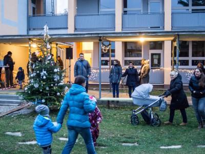 Rozsvecovanie vianočného stromčeka v MŠ